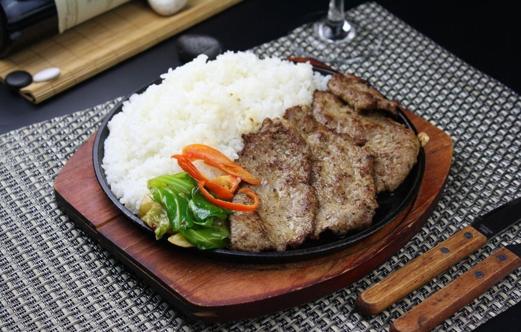 Chinese pepper steak served with rice