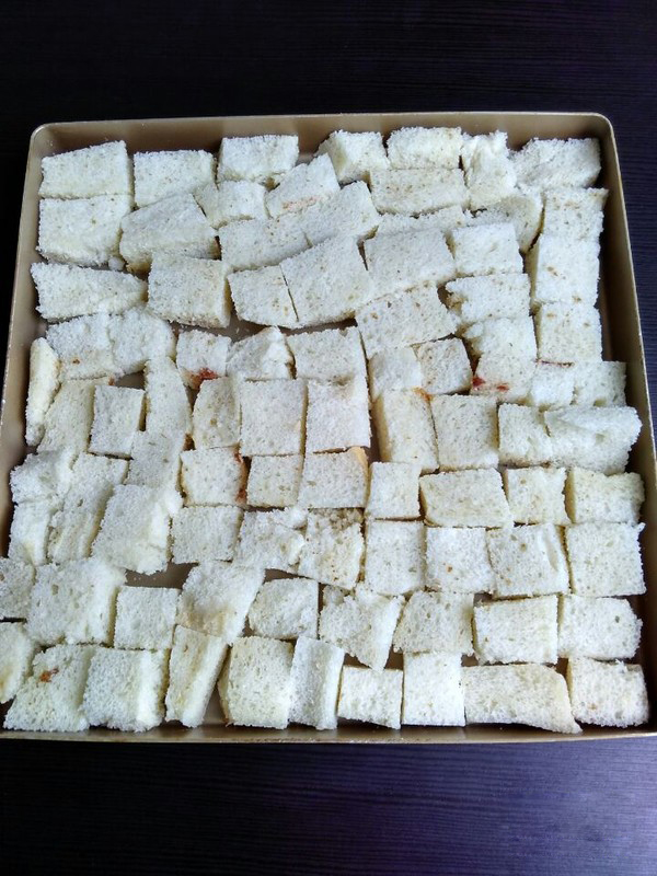 Cut the bread into cubes of uniform thickness and size